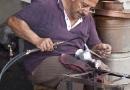 Un artisan du cuivre à Gaziantep