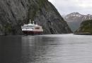 Bateau dans un fjord norvégien