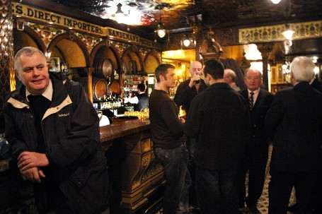Le Crown, un monument parmi les pubs