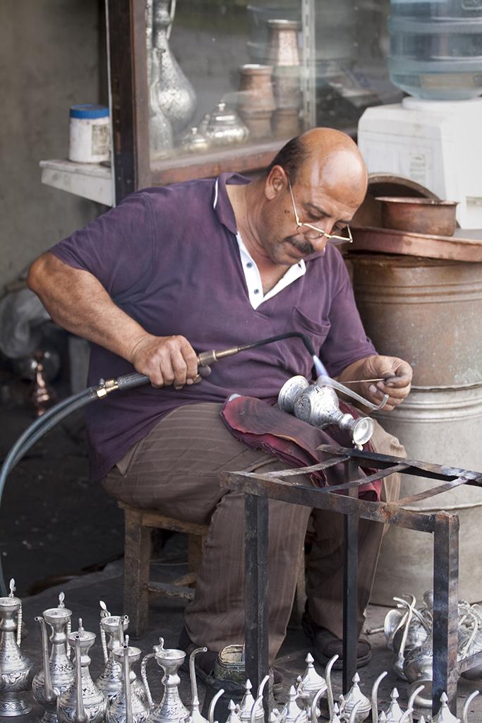 Un artisan du cuivre à Gaziantep © Gérard Blanc