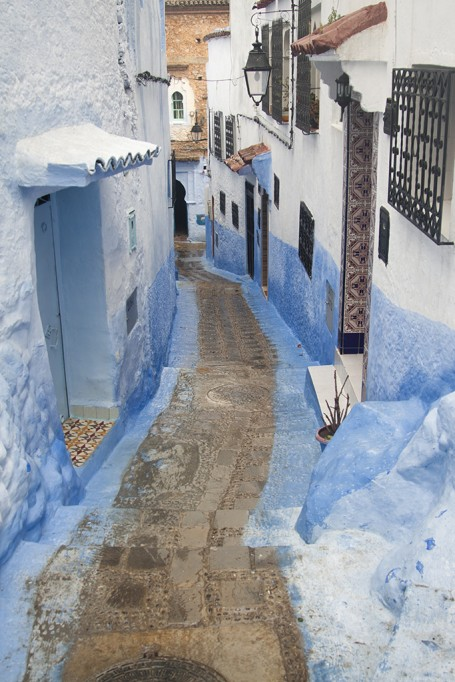 Ruelle bleue et blanche marocaine