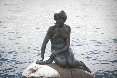 La petite Sirène de Copenhague sur son rocher