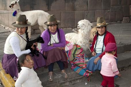 Femmes Incas et lamas