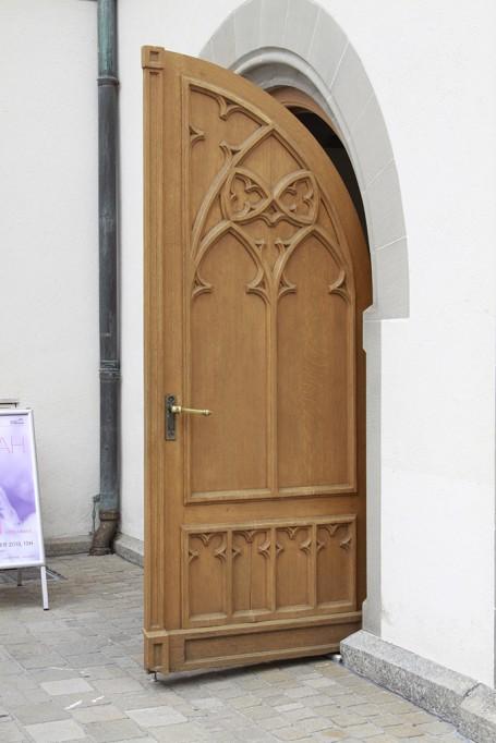 porte d'église ouverte